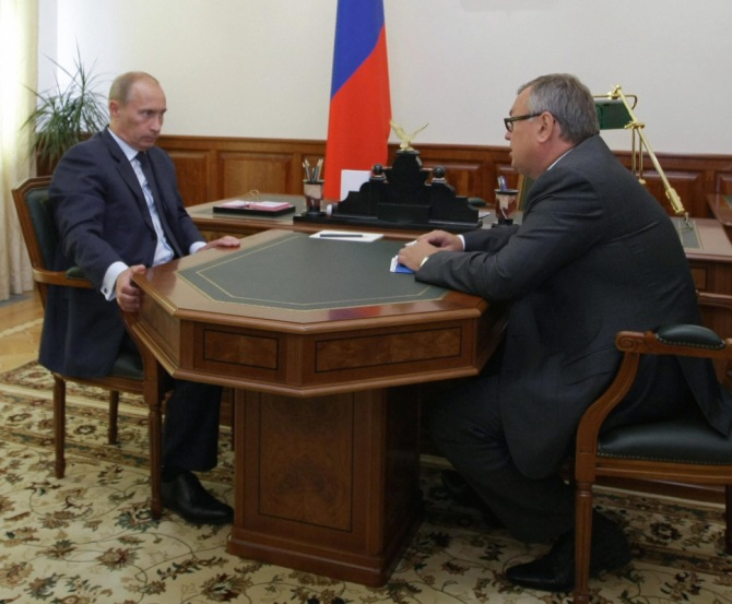 Russian Prime Minister Vladimir Putin (L) meets with longtime confidante Andrei Kostin in Sochi on August 13, 2009. (AFP PHOTO / RIA NOVOSTI / ALEXEY NIKOLSKY/Getty Images)